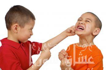 كيفية التعامل مع الطفل العنيد بطريقة صحيحة وبعيداً عن العنف