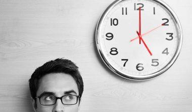 تنظيم الوقت و عدم الإدمان على وسائل التواصل الاجتماعي