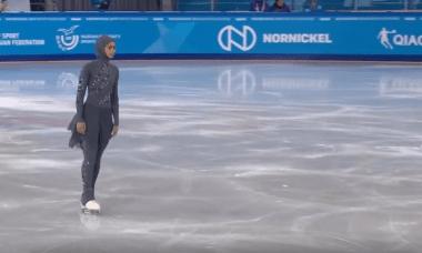 الحجاب لم يمنع زهرة من المشاركة في مسابقة التزحلق على الجليد
