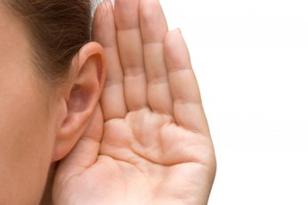 الاستماع و كيف تنمي مهاراتك الاستماعية أثناء المحادثة