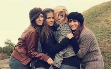 عايز ادردش مع بنات | شات بنات للجوال | البحث عن أصدقاء بنات عبر الانترنت
