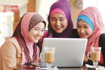 فؤاد التعارف عبر مواقع التواصل وغرف المحادثة المجانية