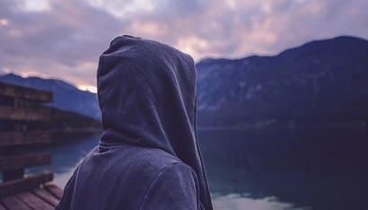 انا وحيد ليس لدي أصدقاء ما الذي يمكنني فعله حتى أعثر على أصدقاء